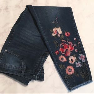 Kenzie Cropped Embroidered Appliqué Jeans